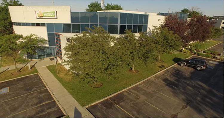 Budynek HostPapa - wzięty z drona, nad którym zespół HostPapa przeleciał nad ich budynkiem.